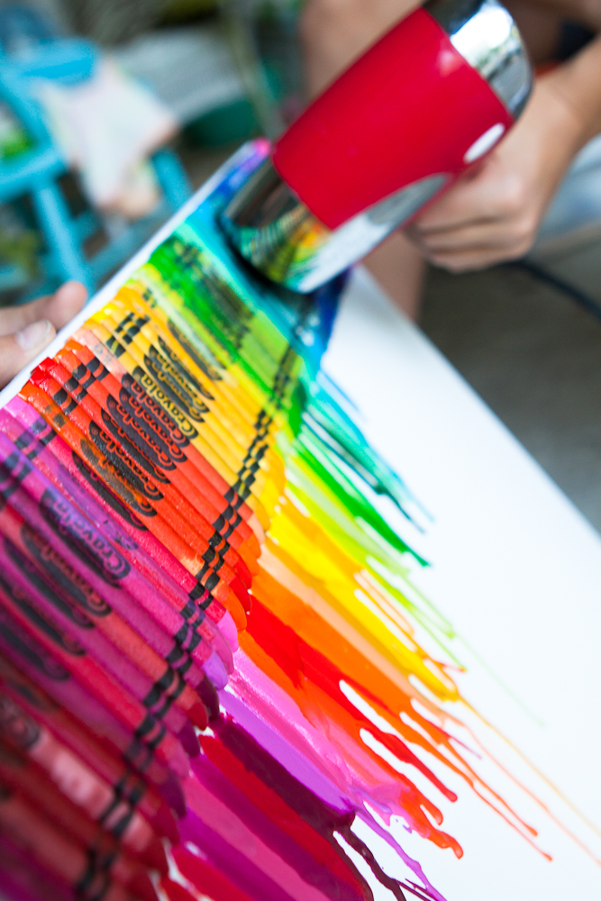 17 DIY Lucky Rainbows to Make Melted Crayon