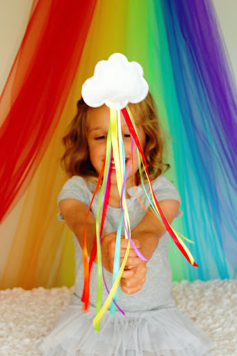 17 DIY Lucky Rainbows to Make Rainbow Wands