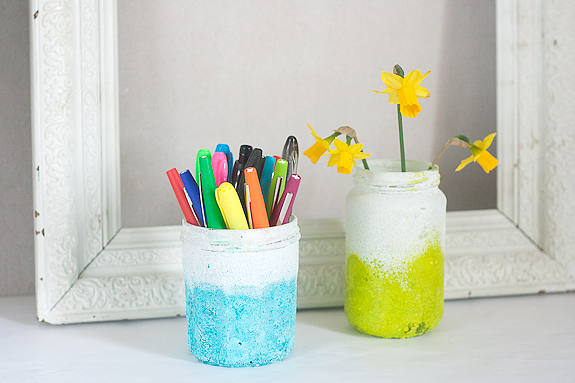 20+ Spring Flowers and DIY Vases to Make Ombre Pen Pot