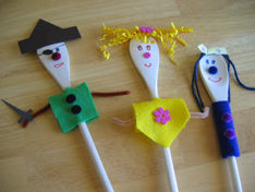 three-wooden-spoon-puppets-006.jpg