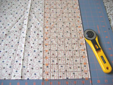 cutting-fabric-fall-christmas-placemat-007.jpg