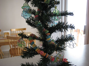 tree-with-ornaments-059.jpg