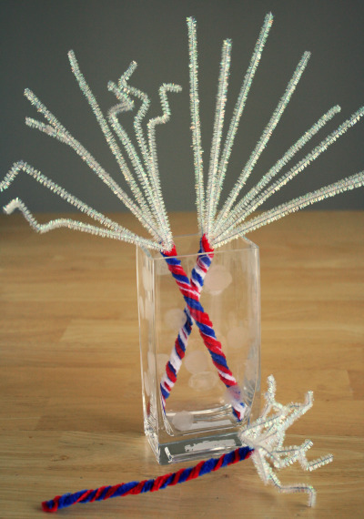 4th-of-July-Pipe-Cleaner-Sparklers to make