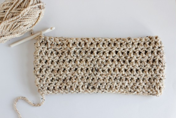 6 Rounds Double Crochet Chunky Cowl @makeandtakes.com
