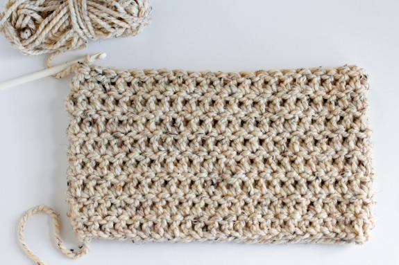 8 Rows Chunky One Skein Crochet Cowl @makeandtakes.com