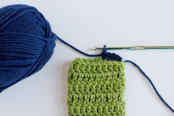 Adding a top edge to your phone cozy @makeandtakes.com