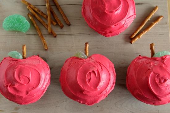 Make Apple-Shaped Cupcakes