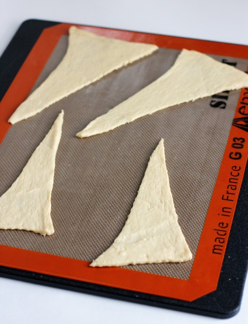 Baking Crescent Rolls into Holiday Trees @makeandtakes.com