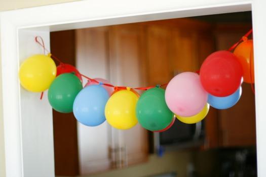 Как украсить комнату шарами красиво