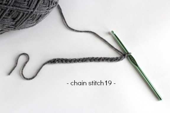 Chain Stitch Crochet Mustache makeandtakes.com