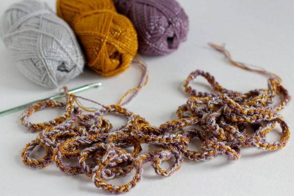 Chain Stitch Crochet Necklace @makeandtakes.com #crochetaday