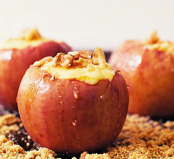 Cheesecake Stuffed Baked Apples Dessert
