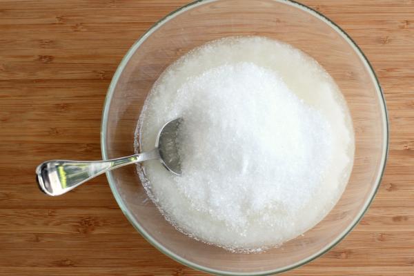 Coconut Oil and Epsom Salt for a DIY Bath Salt Scrub