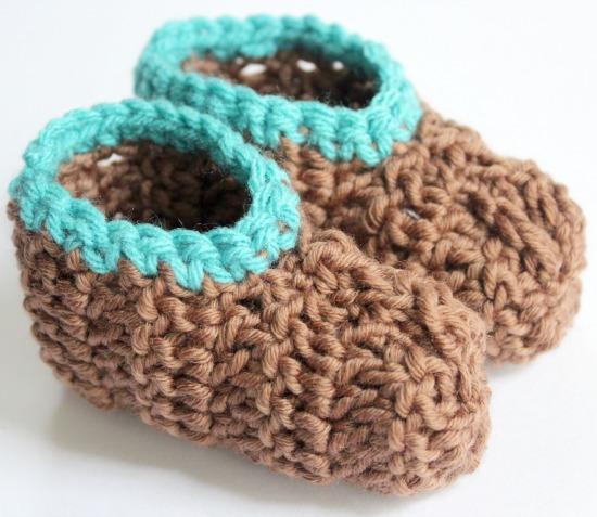 Crochet Baby Booties makeandtakes.com