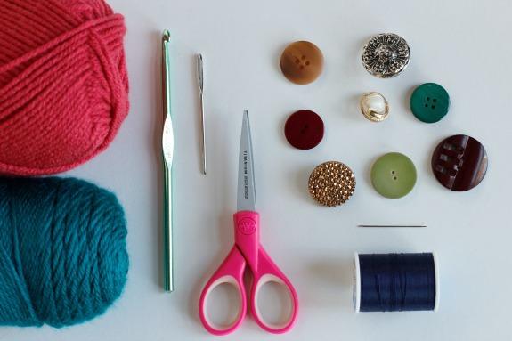 Crochet Bracelet Supplies @makeandtakes.com #crochetaday