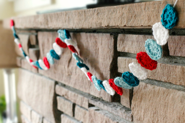 Crochet Circle Garland for the Holidays