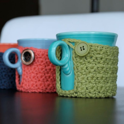 Crochet Coffee Cozy with Handle Pattern by micahmakes.com