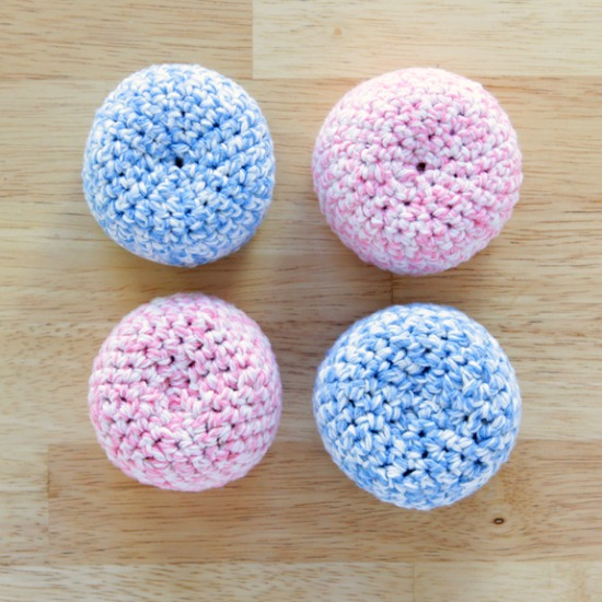 Crochet Hacky Sack Tutorial by @handsoccupied.com for @makeandtakes.com