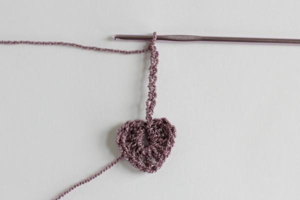 Crochet Heart Chain Ribbon Tutorial 8