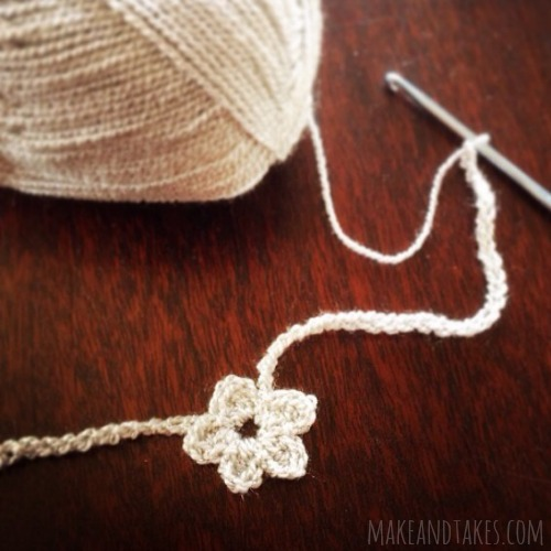 Crochet Mini Flower Necklaces @makeandtakes.com #crochetaday