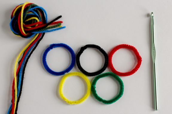 Crochet Olympic Rings with Pipe Cleaner @makeandtakes.com