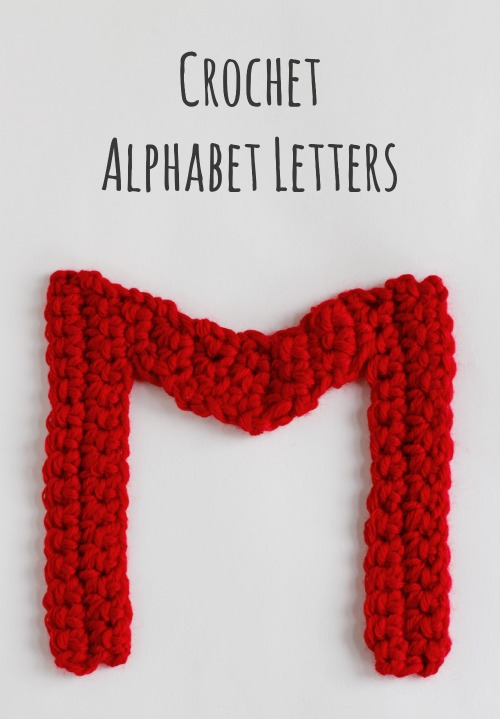Crochet Pattern for Alphabet Letters @makeandtakes.com #crochetaday