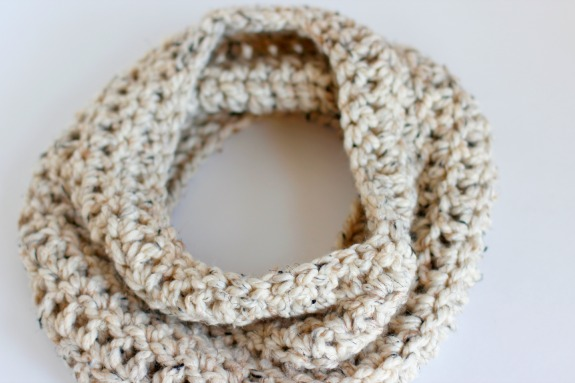 Crochet This Chunky Cowl in a Day @makeandtakes.com #crochetaday