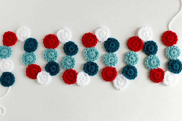Crochet a Circle Holiday Garland