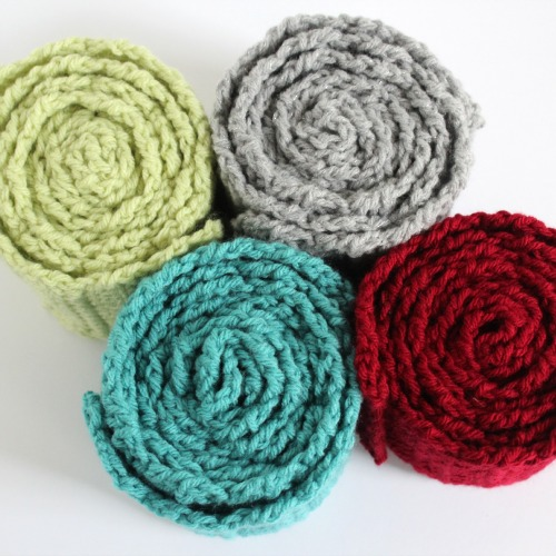 Crocheting Simple Scarves makeandtakes.com