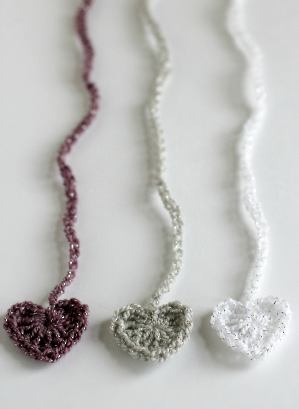 Cute Crochet Heart Chain Ribbon Tutorial