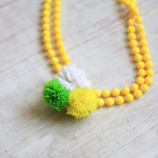 DIY Pom Pom Yarn Necklace
