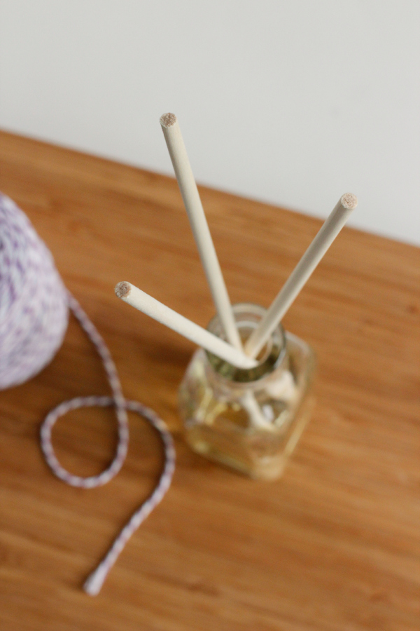 Decorating Reed Diffuser Jars with Bakers Twine
