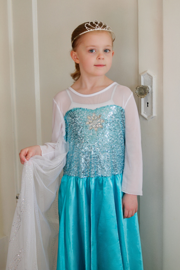 Dressing Up as Elsa from Frozen on Totspot