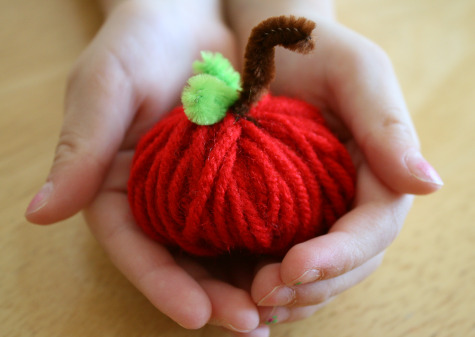 Craft Ideas Yarn on Fall Yarn Apple Kids Craft