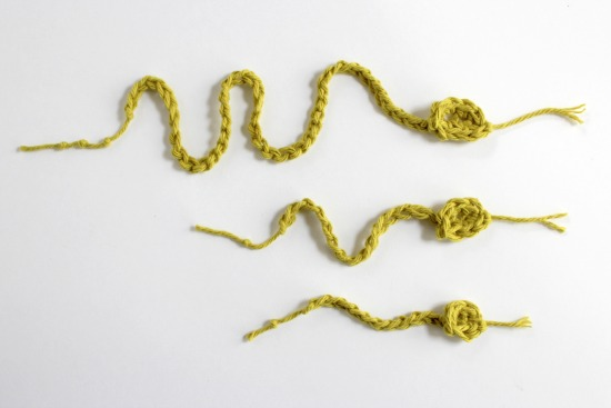 Family of Crocheted Snakes makeandtakes.com