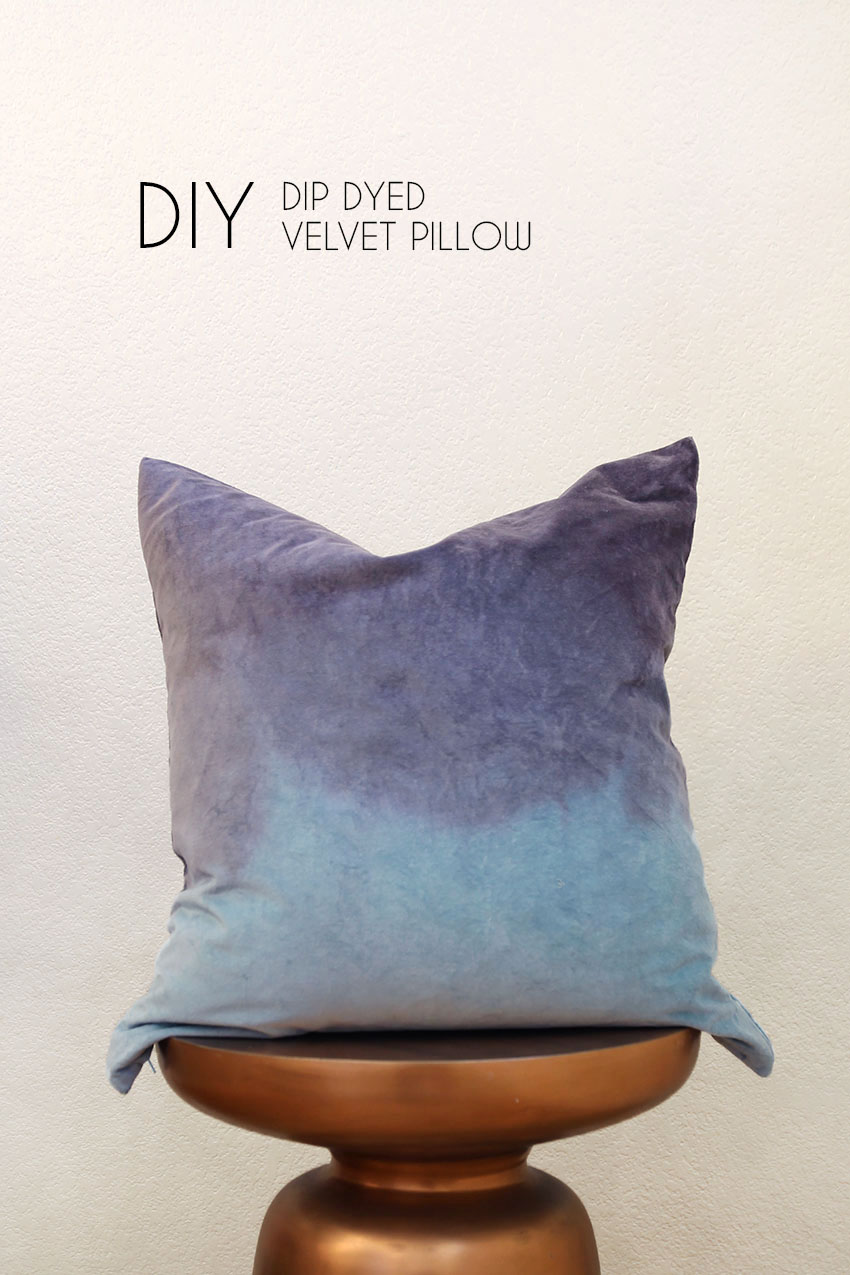 Make your own dip dyed velvet throw pillow - a quick and easy update to your home decor.