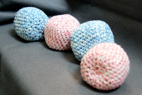 Hacky Sack Crochet Pattern by @handsoccupied.com for @makeandtakes.com