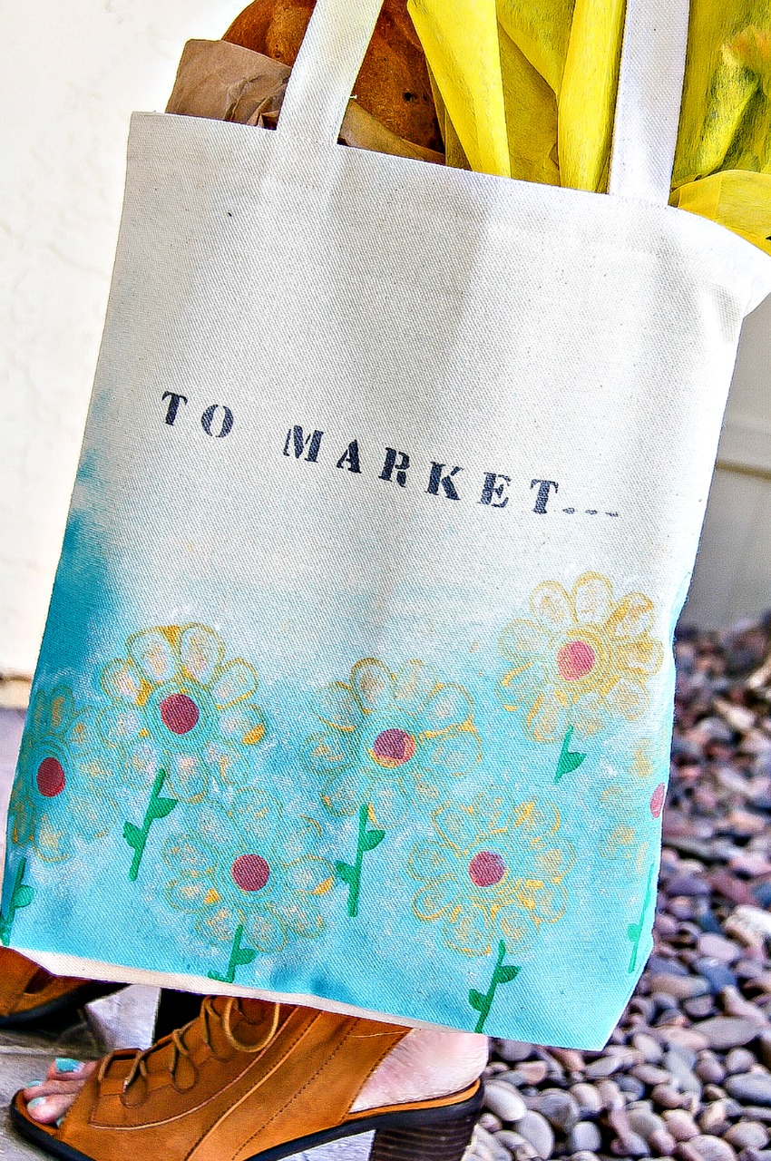 How-to craft hand-painted shopping bags for Mother's day!