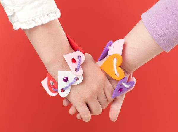 Heart Foam Bracelets Make and Takes for Kids Book makeandtakes.com