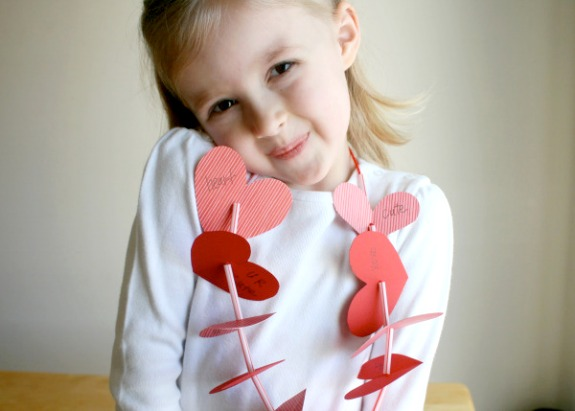Heart Shaped Lei Necklace Craft @makeandtakes.com