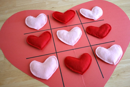 Heart Shaped Tic Tac Toe Game @makeandtakes.com