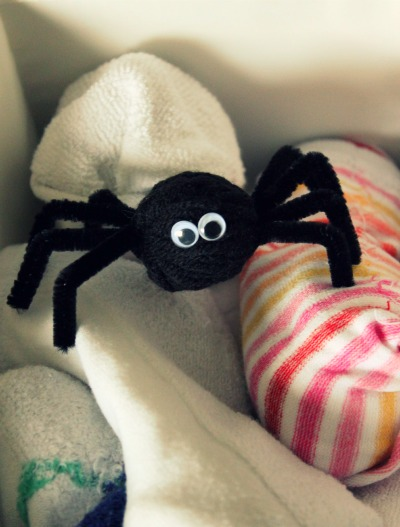 Pipe Cleaner Yarn Spiders To Spook For Halloween Make And