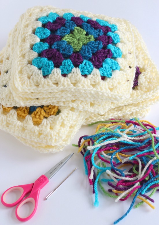 Hiding tails in crochet