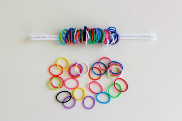 How to Make Rainbow Loom Band Pipe Cleaner Pom Poms