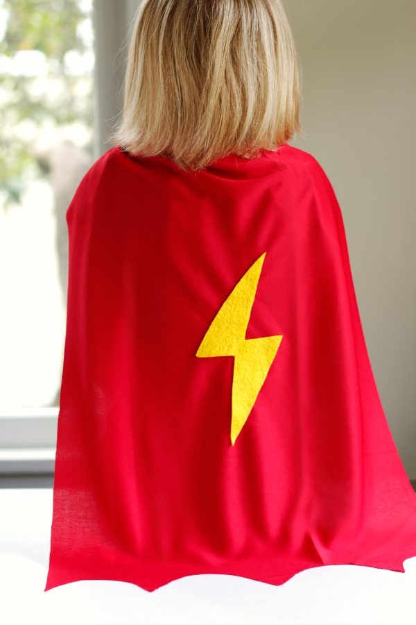 How to make a no-sew superhero cape for kids