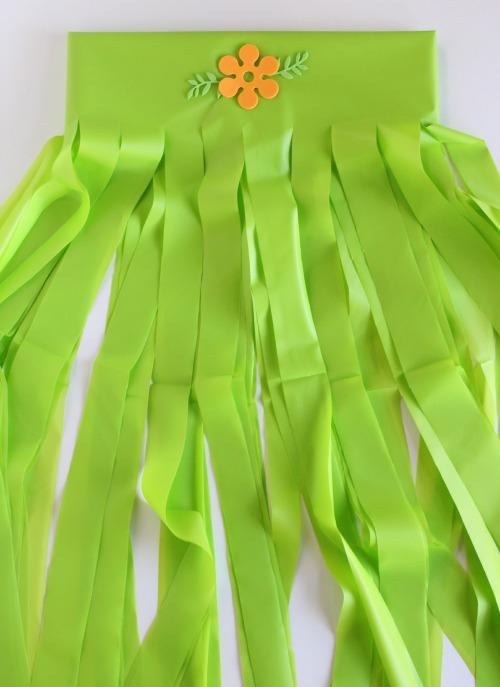 Diy Hula Grass Skirts For A Hawaiian Party Make And Takes
