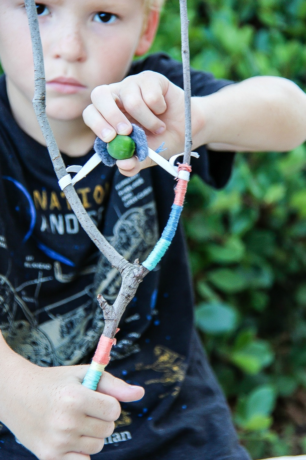 how to make a slingshot without a stick