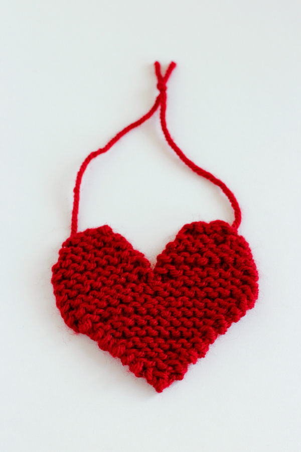 Knit-a-Hanging-Heart-for-Valentines-Day