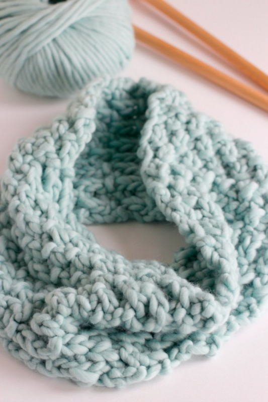 Knitting a Chunky Cowl