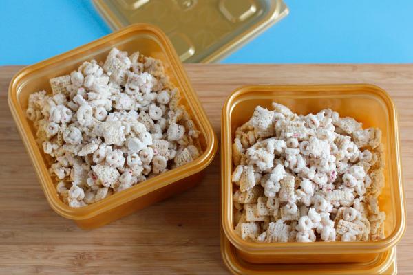 Make Peppermint White Chocolate Muddy Buddies Recipe